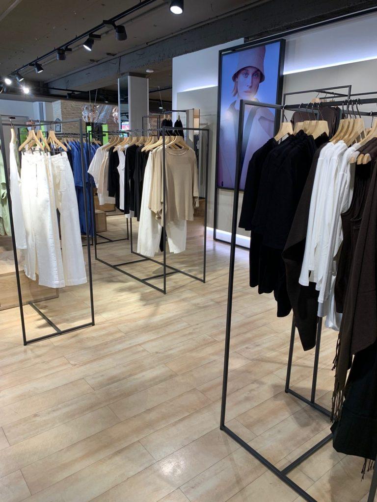Kleiderständer Ladenbau Edelstahl Vierkant schwarz matt pulverbeschichtet